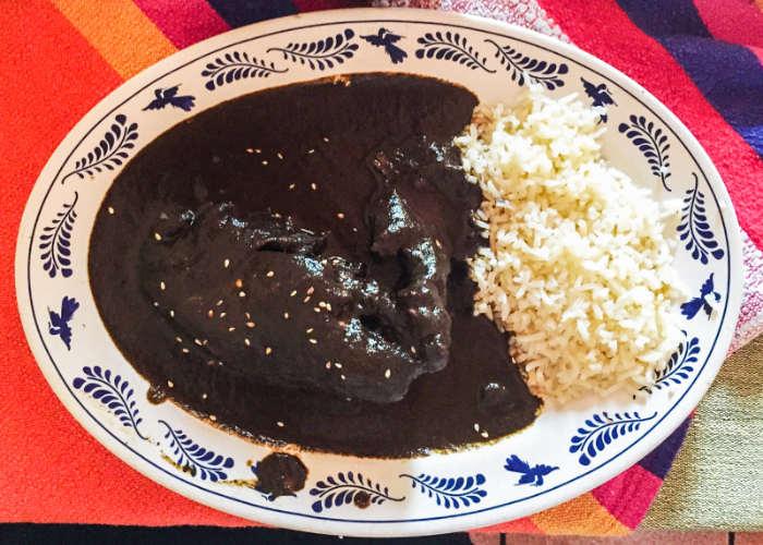 Mole Negro con Pollo