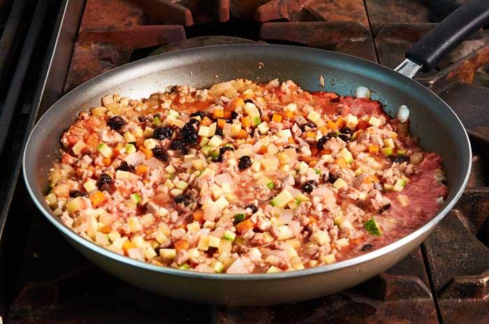 Cooking Chile en Nogada Filling