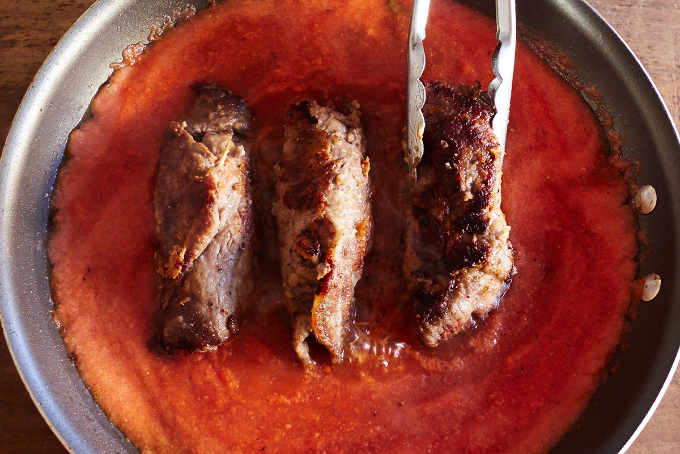 Cooking Beef Rolls in Tomato Sauce
