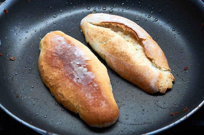 Pan Toasting the Bolillo