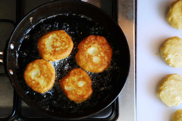 For potato croquettes / patties cooking in oil.