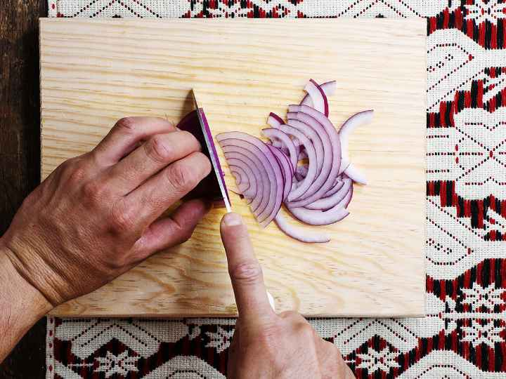 Thinly Slicing Red Onion