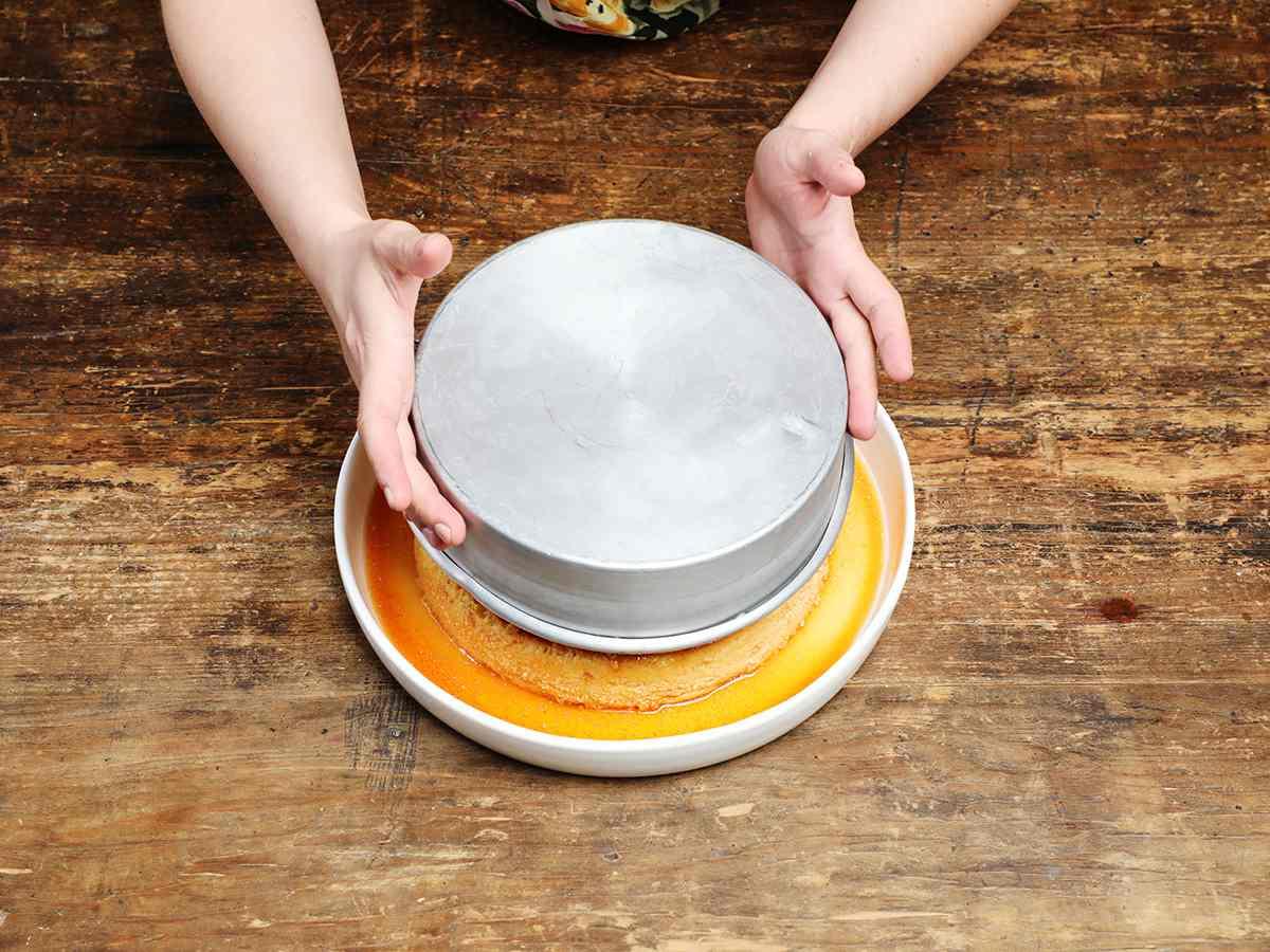 Separating Flan from Baking Pan