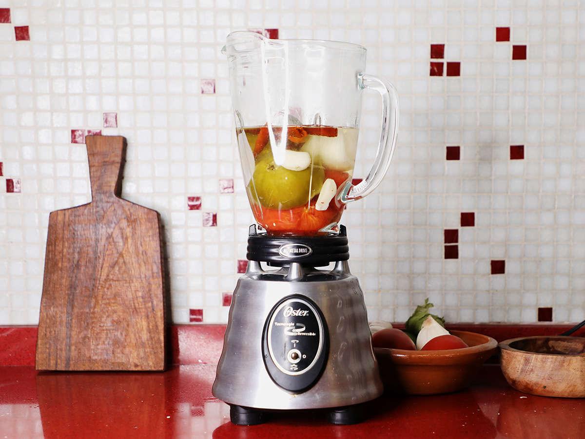 Salsa Roja Ingredients in Blender