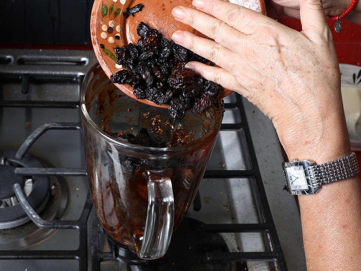 Raisins in Blender