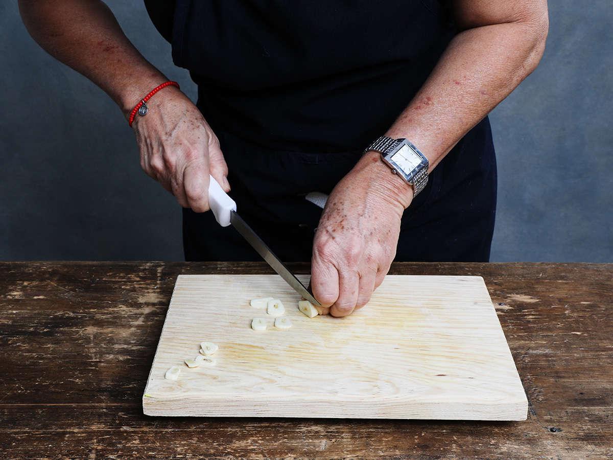 Slicing Garlic