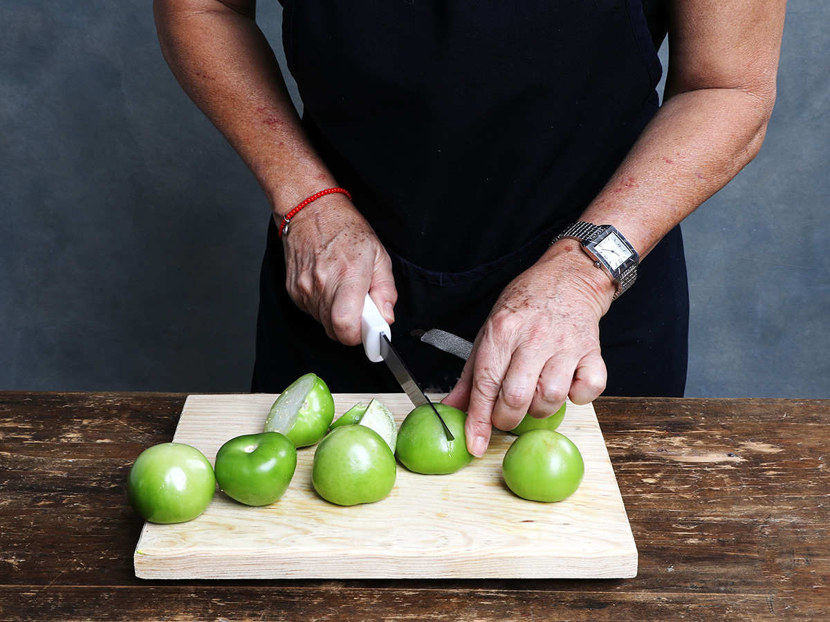 Slicing Tomatillos